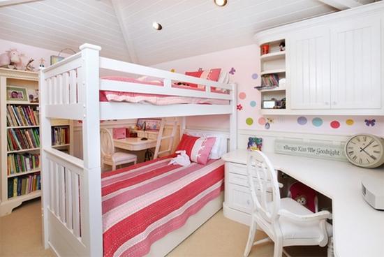 如果您的孩子是女生,那么卧室可以用紫色调,给人一种小巧可爱的感觉.