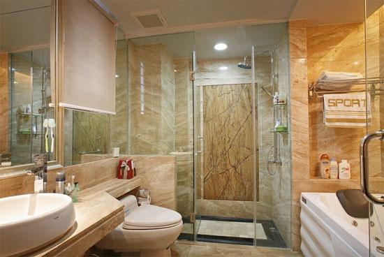 卫生间坐便器一是要冲水方便,节约水源,二是要容易起坐。特别是家里有老人,可以为坐便器安装一个拉手,方便老年人站立。坐便器的两边安装一个小型护栏,发生事情时,老人不至于直接摔倒在地上,起码有个可以依靠的东西。浴室也要准备一个凳子,洗澡站立时间长了,可以坐下休息。