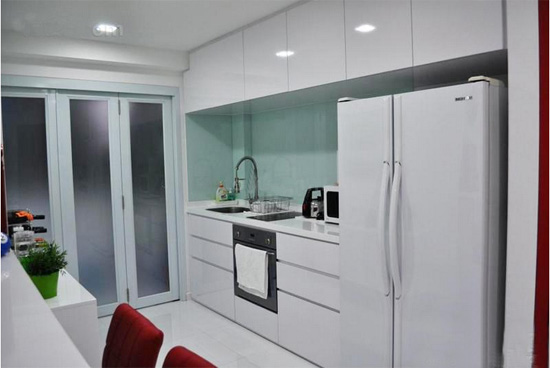 小户型开放式厨房折叠门装修效果图
