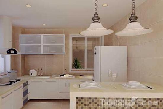 小户型开放式厨房折叠门效果图:开放式厨房时尚美观,但是我们做饭的时候就会有很多油烟飘进客厅,整个客厅会变得非常油腻,最后还得花费时间和经理去重新整理打理客厅。所以一般的家庭都会在客厅和厨房之间做一个隔断。但一般的隔断处理会破坏整体的美感。而折叠门的选择会在起到隔断的同时发挥很好的装饰作用。