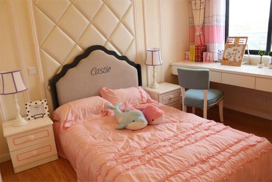 现在,80、90后的女生都喜欢小清新的带有温馨浪漫主义的卧室,而且都想拥有属于自己的独立空间,今天,太原装修公司的专家为大家展示一下我们公司最近刚刚给业主家装修完工的女生卧室装修效果图。 欧式女生卧室装修效果图
