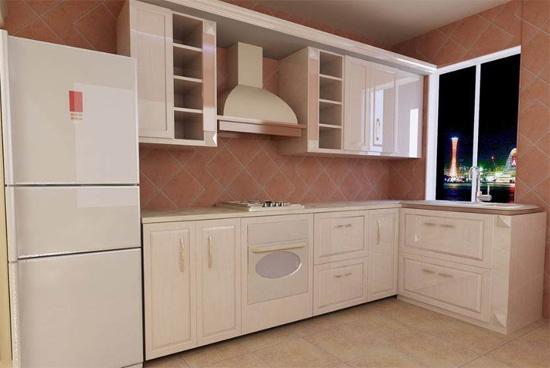 现代几乎都是快节奏的生活,工作、学习压力很大,所以家里的事情能少做就少做,为了方便,厨房配置一套整体厨房(橱柜)也是非常不错的,简洁又使用,而且美观度非常好,特别是小户型家庭!下面看看雅辉装修刚刚在业主家施工完成的几套小户型整体厨房装修效果图吧。 整体厨房也叫整体橱柜,包括厨房橱柜、油烟机、微波炉、冰箱等家居电器,将它们系统合理的搭配在一起,形成一种新式厨房。