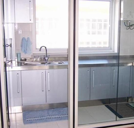 玻璃隔断小阳台厨房装修效果图