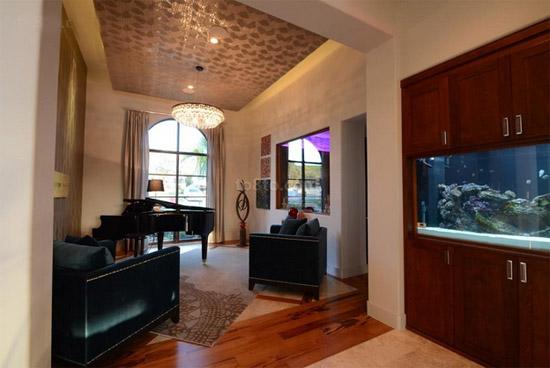 客厅过道吊顶装修效果图:花纹吊灯装饰